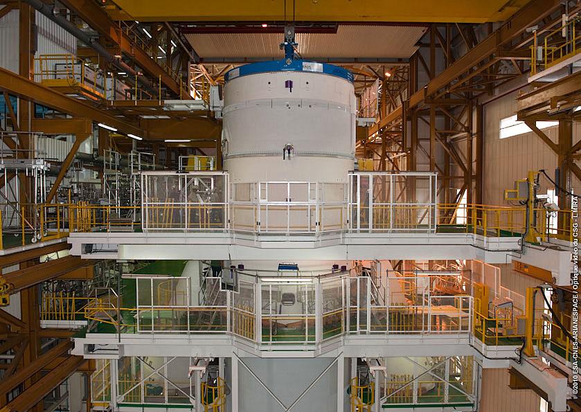 upper stage installato su Ariane 5 per il 4° volo.jpg